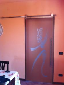 vetro mod. danza scorrevole esterno muro con sistema linea